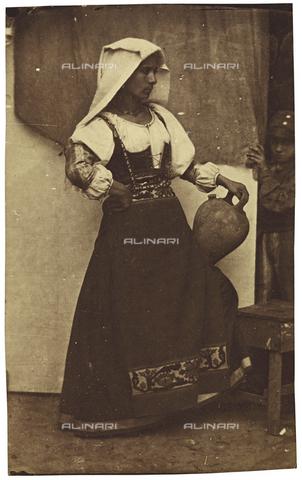 OTC-F-000046-0000 - Modella con brocca - Data dello scatto: 1852 ca. - Archivi Alinari, Firenze