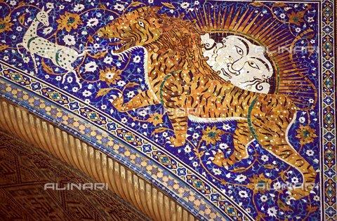 PAA-F-000171-0000 - Asia centrale, Uzbekistan, città di Samarcanda, complesso Registan di Madrase, scuola coranica, Sher Dor madrasa dei leoni, 1636, dettaglio - Data dello scatto: 2005 - Angela Prati/Archivi Alinari