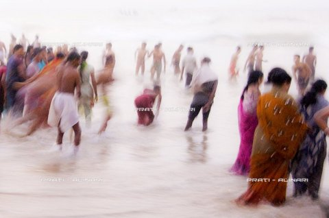 PAA-F-002147-0000 - India, Orissa, Puri, purification in the sea Govinda Dwadashibuda dedicated to Jagannath