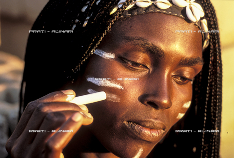 PAA-F-004247-0000 - Senegal Saly Portudal ballerina al trucco