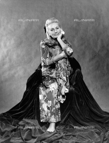 PAQ-F-000072-0000 - Ritratto femminile - Data dello scatto: 1970-1979 - Archivi Alinari, Firenze