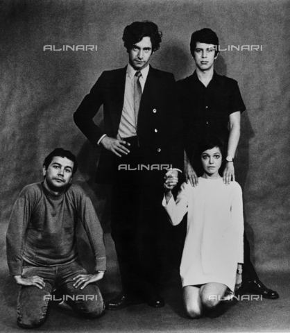 PAQ-F-000098-0000 - Ritratto di gruppo con Geri Pozzar, Renzo Renzi, Giampaolo Amstici e Tullia Cubani - Data dello scatto: 1965-1975 - Archivi Alinari, Firenze