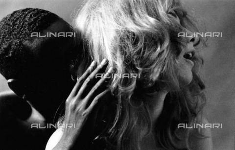 PAQ-F-000107-0000 - Una coppia - Data dello scatto: 1980 ca. - Archivi Alinari, Firenze