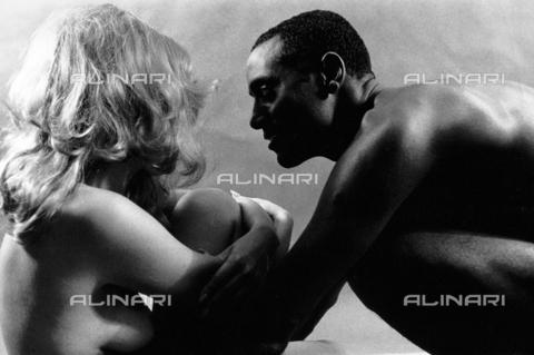PAQ-F-000108-0000 - Coppia di nudi - Data dello scatto: 1980 ca. - Archivi Alinari, Firenze