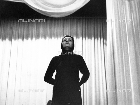 PAQ-F-000528-0000 - Actress Milly on stage - Data dello scatto: 1967 ca. - Archivi Alinari, Firenze