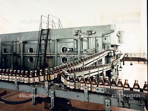 PAQ-F-000541-0000 - Industrial equipment set-up for bottling beer - Date of photography: 1980 ca. - Alinari Archives-Pozzar Archive, Florence