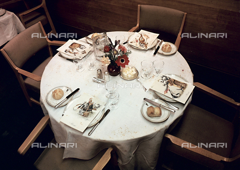 PAQ-F-000543-0000 - Set table - Data dello scatto: 1980 ca. - Archivi Alinari, Firenze