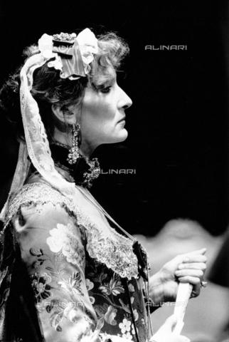 PAQ-F-000745-0000 - L'attrice Magda Mercatali in abito di scena - Data dello scatto: 1970-1979 - Archivi Alinari, Firenze