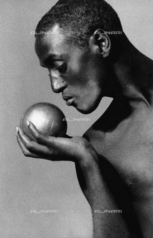 PAQ-F-000749-0000 - Ritratto maschile - Data dello scatto: 1980 ca. - Archivi Alinari, Firenze