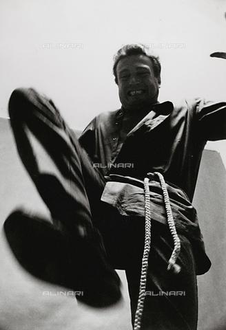 PAQ-F-000805-0000 - Uomo che salta - Data dello scatto: 1980 ca. - Archivi Alinari, Firenze