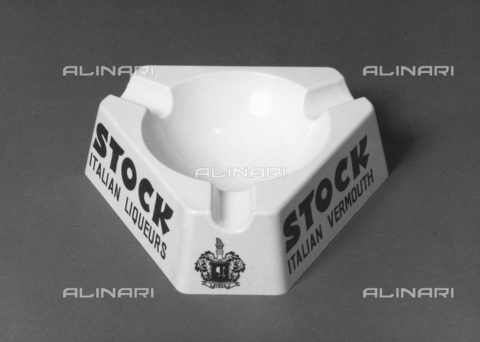 PAQ-F-001118-0000 - Ashtray with written company's advertising of liquor and brandy Stock - Data dello scatto: 1978 - Archivi Alinari, Firenze