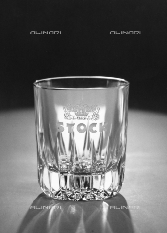 PAQ-F-001123-0000 - Whiskey glass with written company's advertising of liquor and brandy Stock - Data dello scatto: 1978 - Archivi Alinari, Firenze