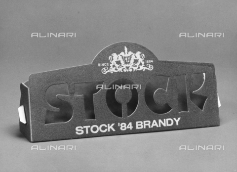 PAQ-F-001128-0000 - Container with written advertising Brandy Stock 84 - Data dello scatto: 1978 - Archivi Alinari, Firenze