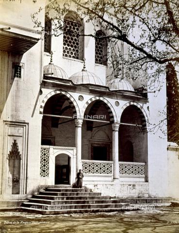 PDC-A-004568-0028 - Scorcio dell'ingresso della moschea Suleymaniye Camii, a Istanbul - Data dello scatto: 1870-1875 ca. - Archivi Alinari-collezione Palazzoli, Firenze