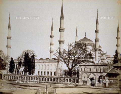 PDC-A-004568-0034 - Veduta della 'Moschea Blu' o 'Sultan Ahmet Camii, a Istanbul - Data dello scatto: 1870-1875 ca. - Raccolte Museali Fratelli Alinari (RMFA)-collezione Palazzoli, Firenze