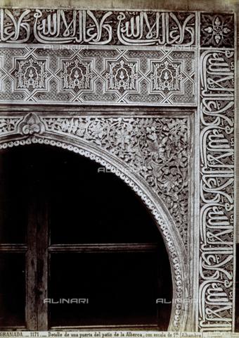 PDC-A-004568-0060 - Dettaglio di una delle porte interne della Alhambra, a Granada - Data dello scatto: 1870-1880 ca. - Raccolte Museali Fratelli Alinari (RMFA)-collezione Palazzoli, Firenze