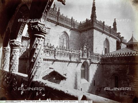PDC-A-004568-0078 - Scorcio del fianco destro, coronato da un'elegante balaustra e pinnacoli, della Cappella Reale, a Granada - Data dello scatto: 1870-1880 ca. - Archivi Alinari, Firenze