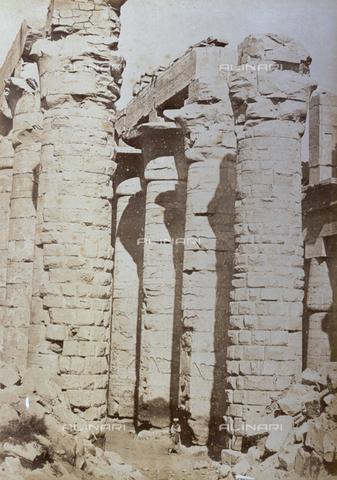 PDC-A-004574-0023 - Suggestivo scorcio del Tempio di Amon a Karnak - Data dello scatto: 1870-1880 ca. - Raccolte Museali Fratelli Alinari (RMFA)-collezione Palazzoli, Firenze