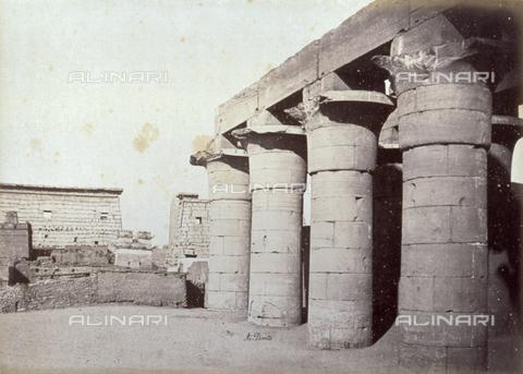 PDC-A-004574-0030 - Scorcio del colonnato del faraone Amenofi III a Luxor in Egitto - Data dello scatto: 1870-1880 ca. - Raccolte Museali Fratelli Alinari (RMFA)-collezione Palazzoli, Firenze