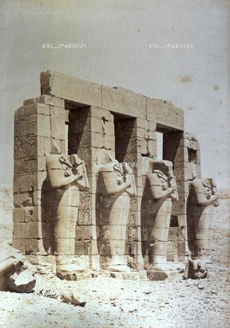 PDC-A-004574-0033 - Particolare del Ramesseum nelle necropoli tebane in Egitto - Data dello scatto: 1870-1880 ca. - Raccolte Museali Fratelli Alinari (RMFA)-collezione Palazzoli, Firenze
