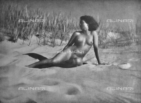 PDC-A-004668-0009 - Relaxed female nude - Date of photography: 1935-1938 - Fratelli Alinari Museum Collections-Palazzoli Collection, Florence