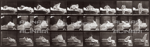 "PDC-A-004694-0265 - ""Animal Locomotion"" (plate 265): sequence of woman in a nightdress getting out of bed - Data dello scatto: 1887 - Archivi Alinari, Firenze"