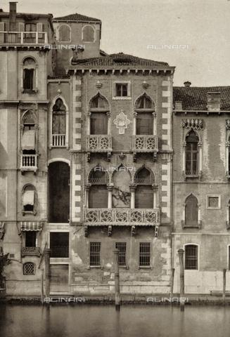 PDC-A-005940-0028 - Facciata del Palazzo Contarini-Fasan a Venezia - Data dello scatto: 1890-1895 - Raccolte Museali Fratelli Alinari (RMFA)-collezione Palazzoli, Firenze