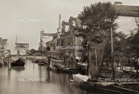 PDC-A-005940-0048 - Veduta di un canale nell'Isola della Giudecca a Venezia - Data dello scatto: 1890-1895 - Archivi Alinari, Firenze