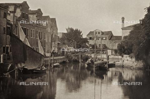 PDC-A-005940-0049 - Veduta di un canale nell'Isola della Giudecca a Venezia - Data dello scatto: 1890-1895 - Archivi Alinari, Firenze