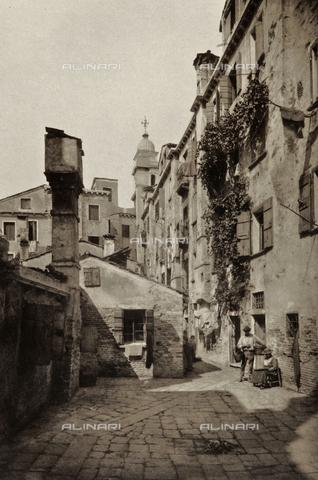 PDC-A-005940-0051 - Veduta animata di Calle Bosello a Venezia - Data dello scatto: 1890-1895 - Archivi Alinari, Firenze