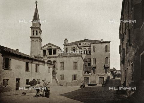 PDC-A-005940-0064 - Veduta animata di Campo della Santissima Trinità a Venezia - Data dello scatto: 1890-1895 - Archivi Alinari, Firenze