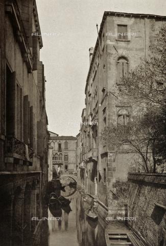 PDC-A-005940-0071 - Veduta del Rio di Sant'Apollinare a Venezia - Data dello scatto: 1890-1895 - Raccolte Museali Fratelli Alinari (RMFA)-collezione Palazzoli, Firenze