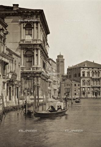 PDC-A-005940-0091 - Scorcio di Ca' Rezzonico e di Palazzo Balbi sul Canal Grande a Venezia - Data dello scatto: 1890-1895 - Archivi Alinari, Firenze