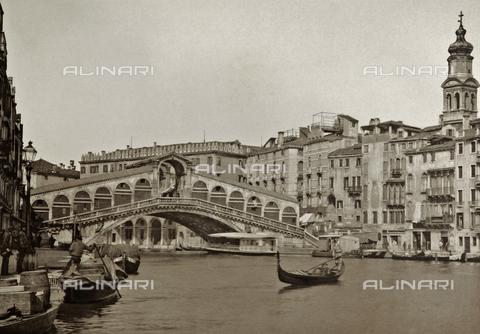 PDC-A-005940-0093 - Veduta del Canal Grande a Venezia con il Ponte di Rialto - Data dello scatto: 1890-1895 - Raccolte Museali Fratelli Alinari (RMFA)-collezione Palazzoli, Firenze