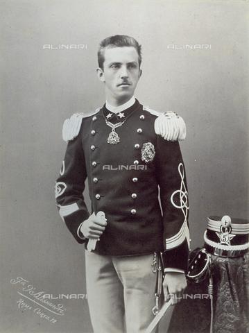 PDC-F-000587-0000 - Ritratto di Vittorio Emanuele III di Savoia in uniforme militare. - Data dello scatto: 10 Ottobre 1890 - Archivi Alinari-collezione Palazzoli, Firenze