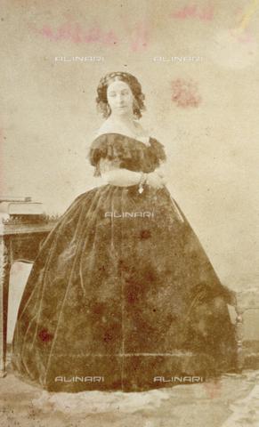 PDC-F-000616-0000 - Ritratto a figura intera della Duchessa di Polignac in abito da sera - Data dello scatto: 1865-1875 ca. - Archivi Alinari, Firenze