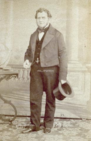 PDC-F-000625-0000 - Ritratto maschile a figura intera - Data dello scatto: 1853-1865 ca. - Archivi Alinari-collezione Palazzoli, Firenze