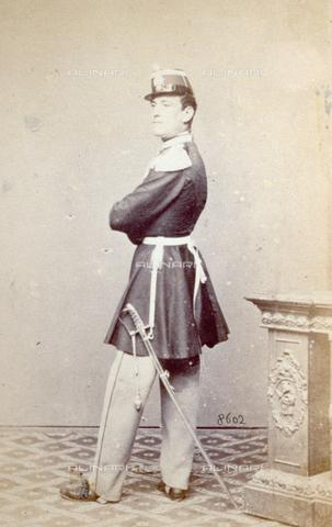 PDC-F-000626-0000 - Ritratto maschile in uniforme militare: l'uomo girato di schiena volge la testa di profilo - Data dello scatto: 1853-1865 ca. - Archivi Alinari, Firenze