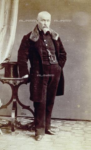 PDC-F-000627-0000 - Ritratto di anziano uomo a figura intera in abito da giorno - Data dello scatto: 1853-1865 ca. - Archivi Alinari, Firenze