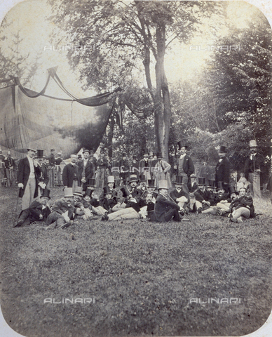 PDC-F-000650-0000 - Group of gentlemen on the park lawn of the Royal Villa in Milan on occasion of the charity fair of 1865.