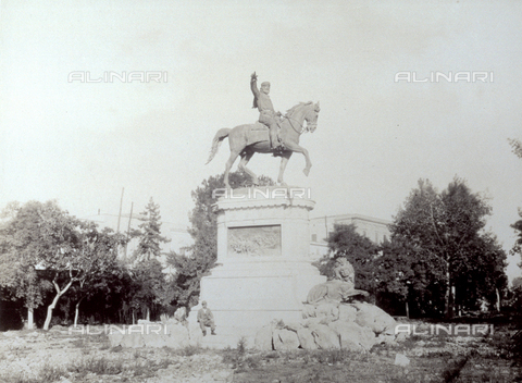 PDC-F-001158-0000 - Equestrian monument to Garibaldi in the French garden of Palermo - Data dello scatto: 1870-1890 ca. - Archivi Alinari, Firenze