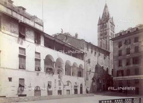 PDC-F-001539-0000 - Partial view of Piazza della Commenda in Genoa: the building of the Commenda with a double loggia, the Church of San Giovanni di Pré without a facade and, in the background, the bell tower - Data dello scatto: 1865 -1885 ca. - Archivi Alinari, Firenze