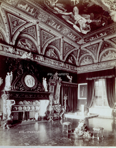 PDC-F-001550-0000 - One of the rooms of Palazzo Doria in Genoa, with a great vault decorated with painting and stuccoes. Rich furniture, including a table and a consolle, as well as a fireplace, sculptures and porcelains, furnish the room - Data dello scatto: 1865-1885 ca. - Archivi Alinari, Firenze