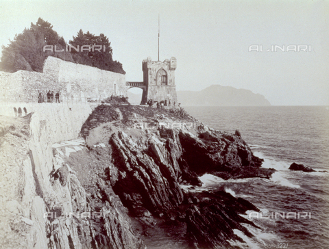 PDC-F-001552-0000 - Gropallo Tower in the Park of the Gropallo Villa, in Nervi. Below, the sea lapping the rocks on which the tower stands - Data dello scatto: 1865-1885 - Archivi Alinari, Firenze