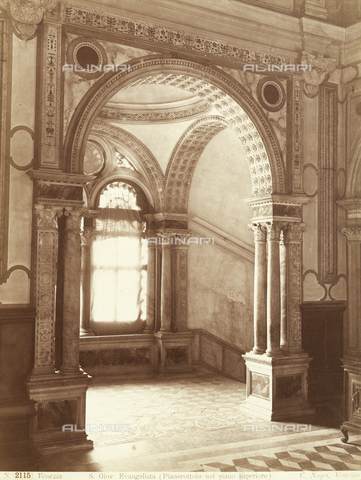 PDC-F-001600-0000 - First floor landing of the Scuola Grande di San Giovanni Evangelista, in Venice, taken from the hall through the arch springs from columns and coupled piers - Data dello scatto: 1860-1890 ca. - Archivi Alinari, Firenze