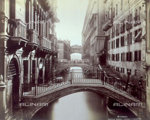PDC-F-001611-0000 - Canale di Canonica (or Rio di Palazzo) in Venice. View of a row of bridges which cross it. In the background the Bridge of Sighs - Data dello scatto: 1860 -1880 ca. - Archivi Alinari, Firenze