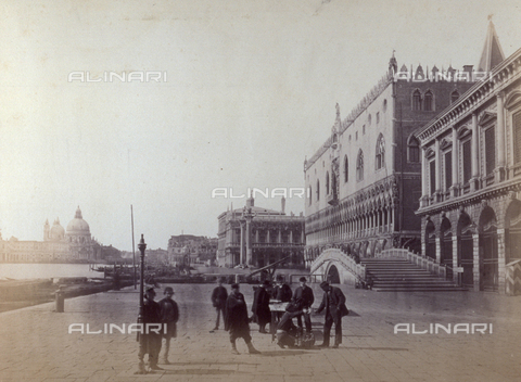PDC-F-001614-0000 - View of the quay from the Riva degli Schiavoni, in Venice: in the foreground, a group of people gathered around a stand - Data dello scatto: 1860-1880 ca. - Archivi Alinari, Firenze