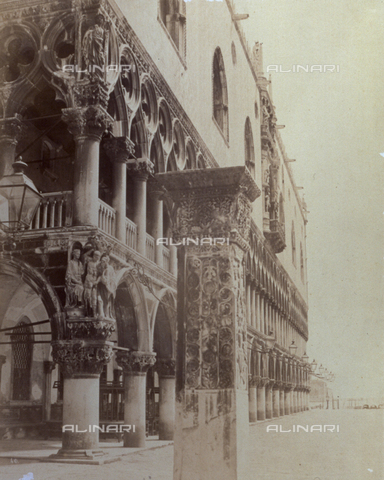 PDC-F-001617-0000 - Angled view of the portico and the loggia of the Doges' Palace (Palazzo Ducale) in Venice - Data dello scatto: 1860-1880 ca. - Archivi Alinari, Firenze