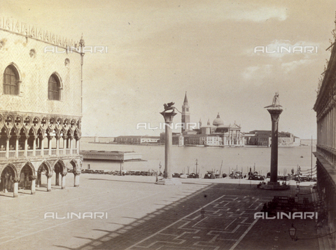 PDC-F-001620-0000 - Piazzetta San Marco in Venice. In the background the Island of San Giorgio Maggiore with the Church of San Giorgio Maggiore - Data dello scatto: 1860 -1880 ca. - Archivi Alinari, Firenze