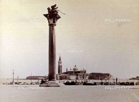 PDC-F-001622-0000 - The Island of San Giorgio from Piazzetta San Marco in Venice. In the foreground, the column with the Lion of St. Mark - Data dello scatto: 1874 - Archivi Alinari, Firenze